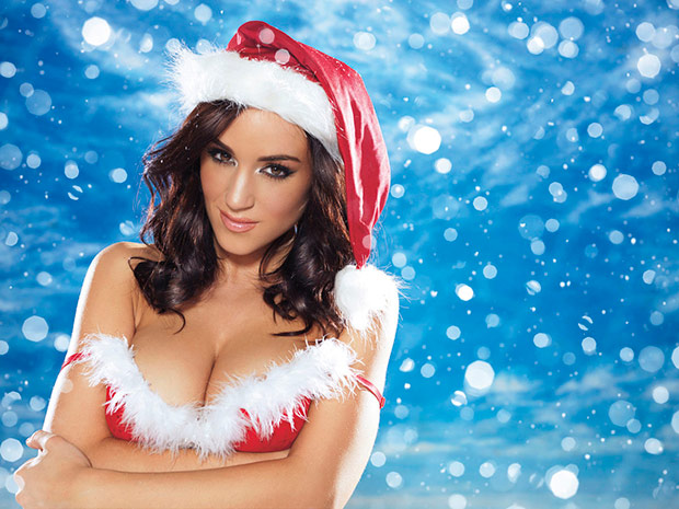 Hot Babe in Christmas Outfit 0012