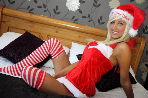Hot Babe in Christmas Outfit 0023