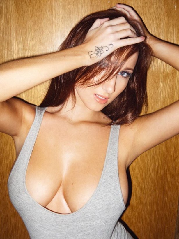 Hot Girl in Tanktop 35