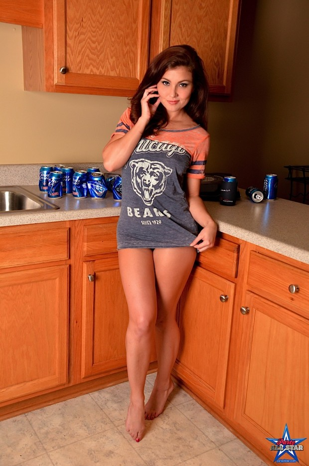 hot-girls-in-the-kitchen_012