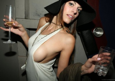 hot-girls-sideboob-tanktop_018