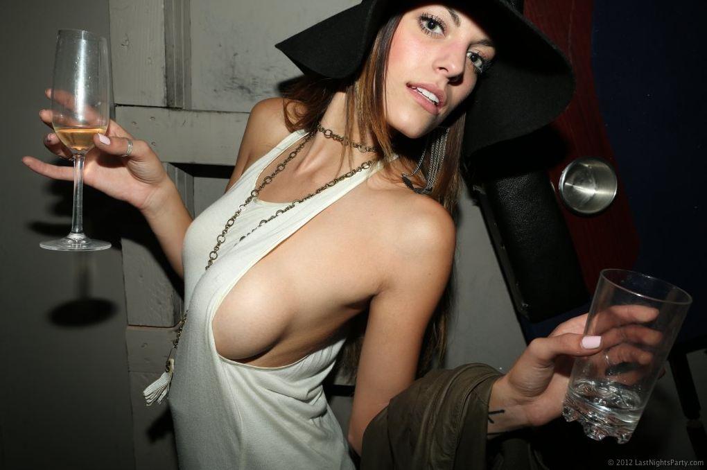 hot-girls-sideboob-tanktop_018